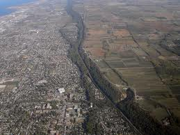 Niagara escarpment is an upthrust extending hundreds of miles